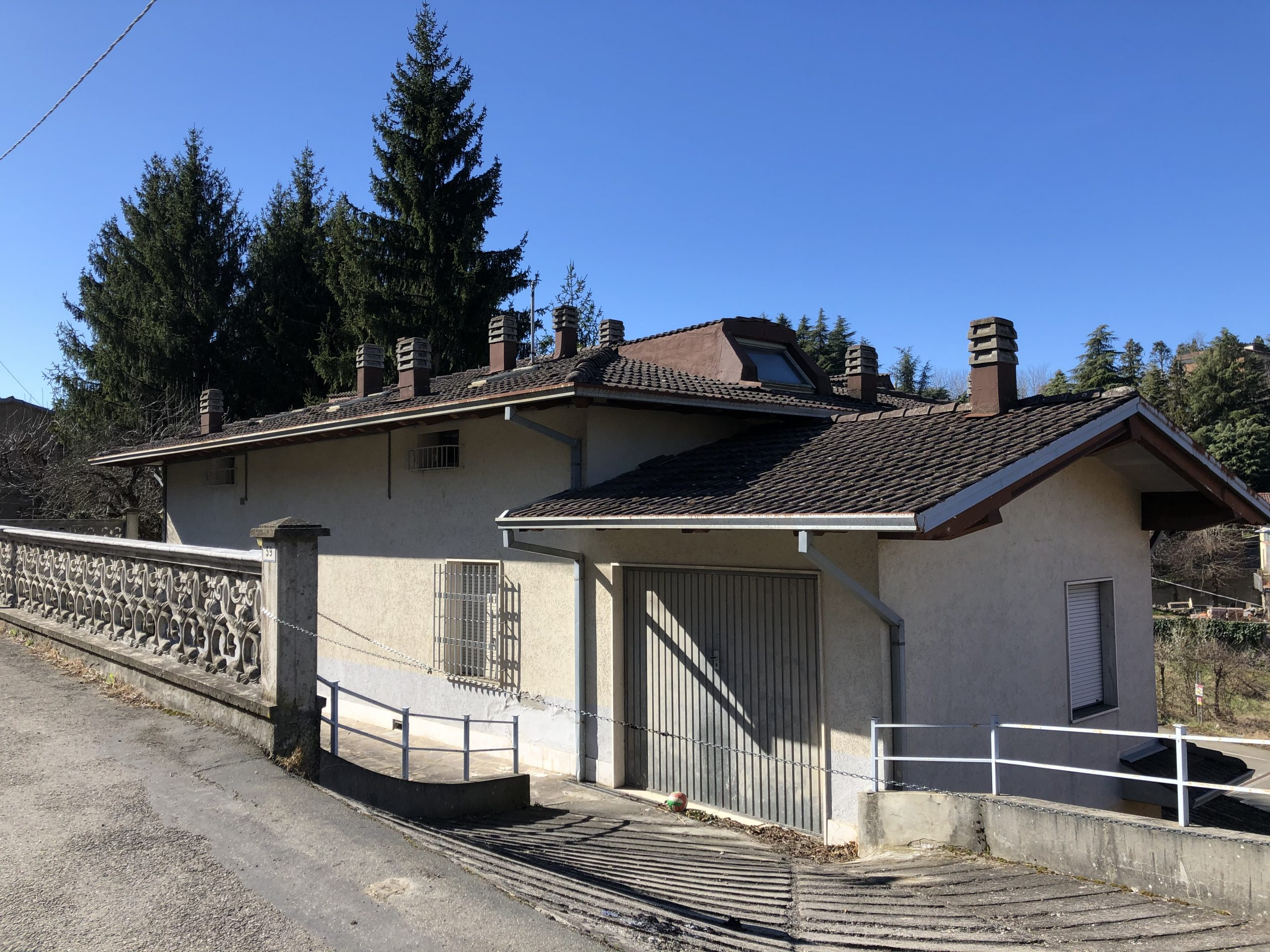 Villa con locale artigianale/commerciale